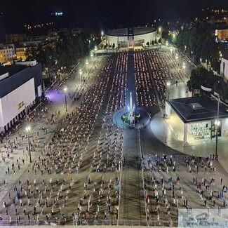 La Fatima, în Portugalia, s-a putut. Se putea și la Iași, dacă s-ar fi dorit! Oare ce spune BOR despre aceasta imagine ?