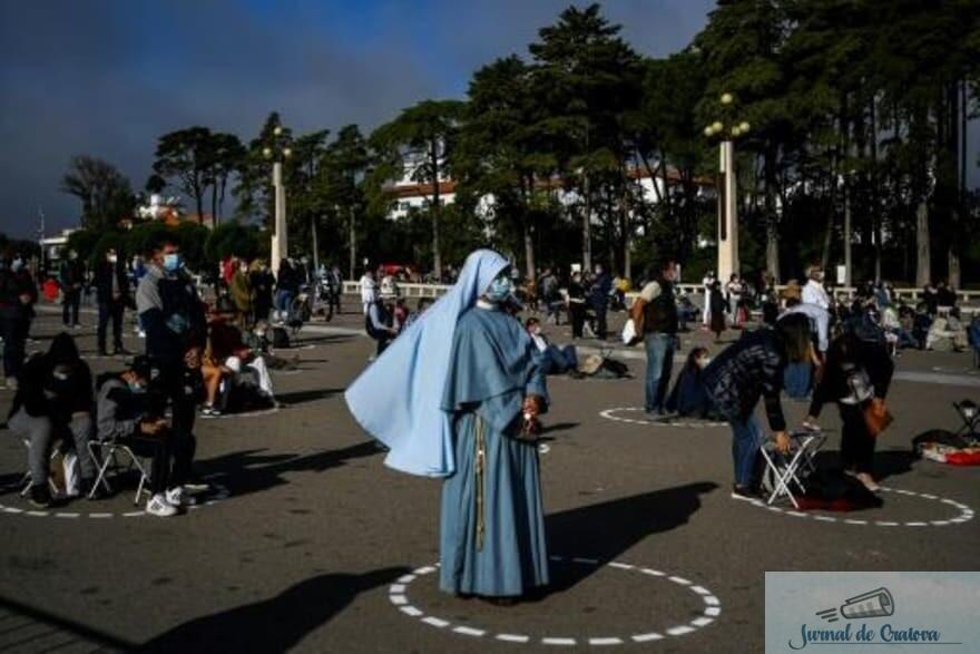 La Fatima, în Portugalia, s-a putut. Se putea și la Iași, dacă s-ar fi dorit! Oare ce spune BOR despre aceasta imagine ? 2